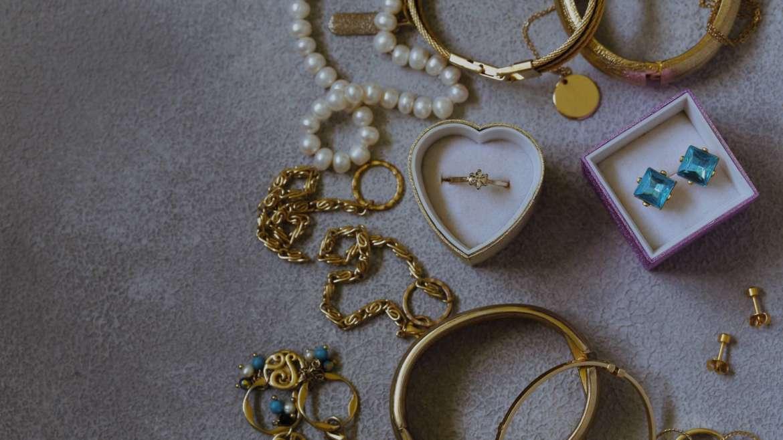 Achizitionare bijuterii